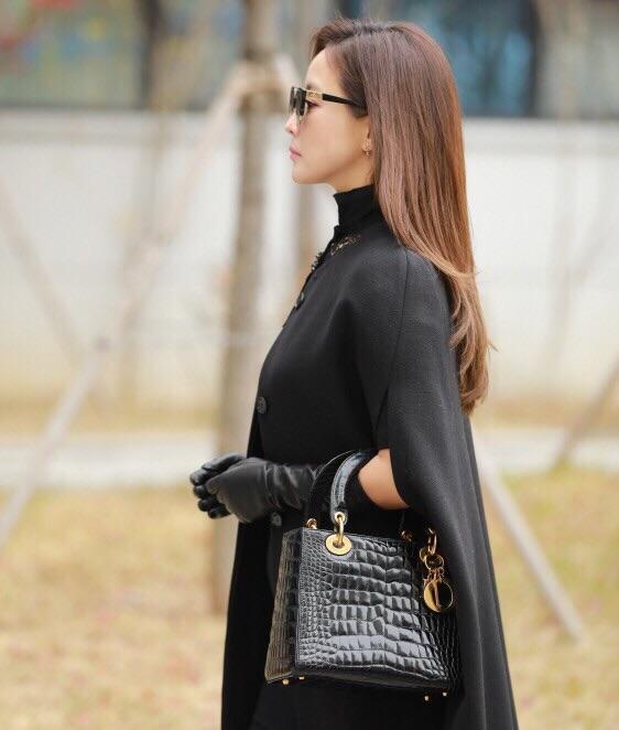 Mỹ nhân không tuổi Kim Hee Sun dát hàng hiệu không đếm xuể trong Phẩm chất quý cô - Ảnh 12.