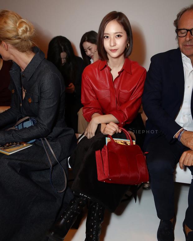 Nối gót Yoona, Krystal cũng cắt tóc ngắn, xuất hiện cực sang chảnh tại Tuần lễ thời trang Milan - Ảnh 2.