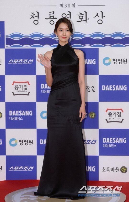 Yoona sụt giảm phong độ nữ thần với bộ đầm như nuốt chửng vòng eo - Ảnh 4.