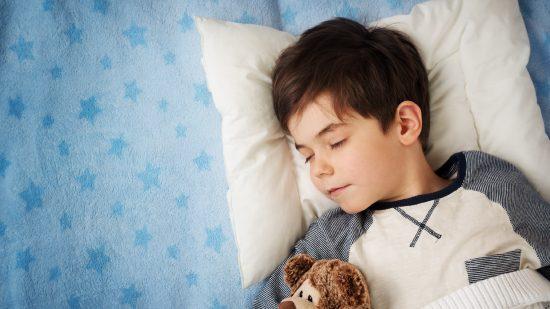 Giúp trẻ đi ngủ dễ dàng với 3 bài tập đơn giản - Ảnh 2.