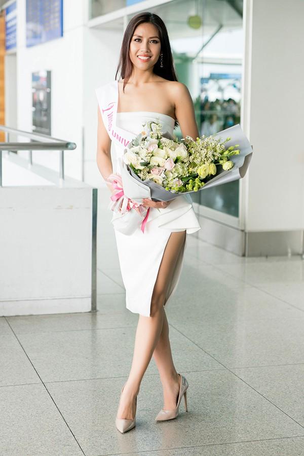 Đặt chân sang Mỹ tham dự Miss Universe 2017, Nguyễn Thị Loan đã mắc lỗi trang phục ngay ngày đầu tiên - Ảnh 2.