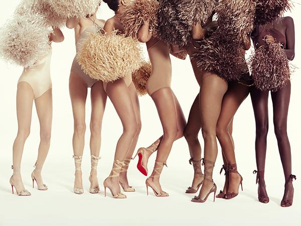 Ông hoàng giày đế đỏ Christian Louboutin lại tung mẫu sandals nude bất chấp mọi khoảng cách về màu da - Ảnh 4.