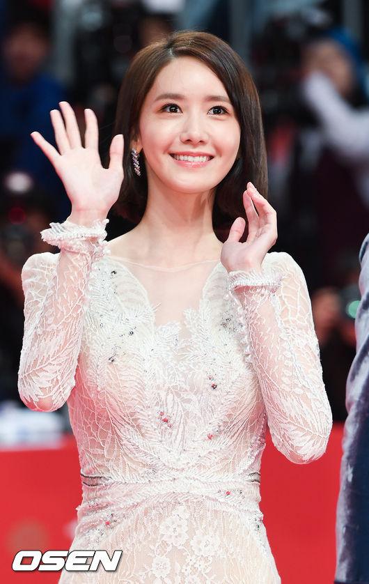 Lần đầu tiên diện đầm hở bạo, Yoona đã bị soi vì váy ôm sát vô tình khiến vòng 3 trở nên nhạy cảm - Ảnh 2.