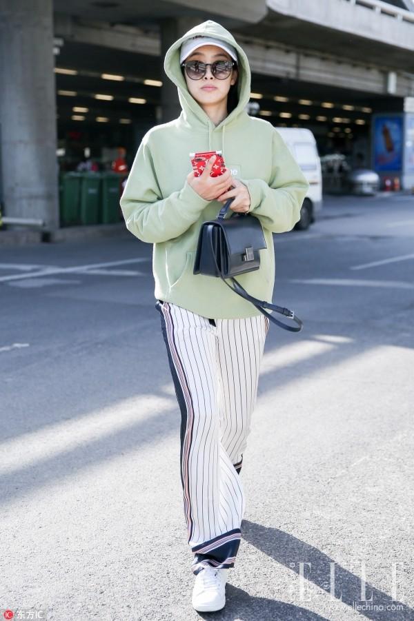 Chính ra áo nỉ hoodie cũng thời thượng, phong cách lắm chứ chẳng nghịch ngợm như ta vẫn tưởng - Ảnh 6.