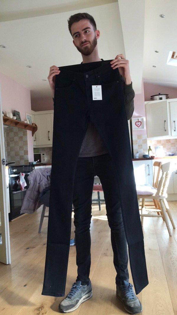 Các hãng thời trang liên tiếp tung ra những kiểu quần jeans lạ đời khiến dân tình mắt tròn mắt dẹt - Ảnh 11.