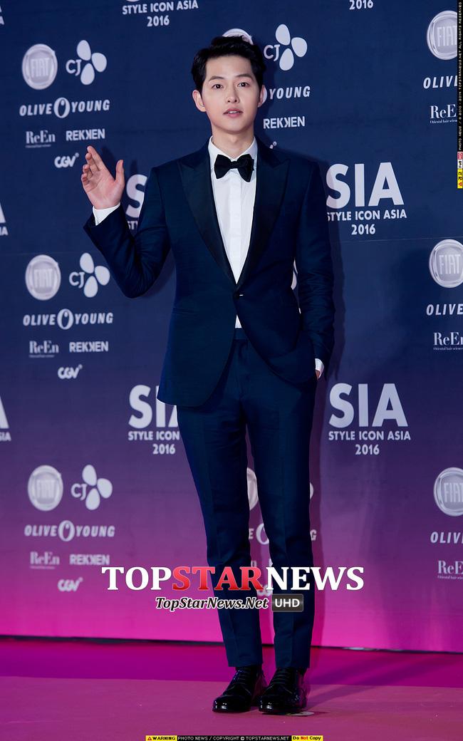 Song Joong Ki đẹp từ thần thái đến phong cách thế này, hạ gục được Song Hye Kyo cũng là điều hiển nhiên - Ảnh 5.
