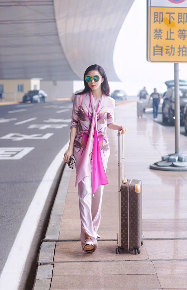 Phạm Băng Băng đẹp xuất sắc trong loạt ảnh không qua chỉnh sửa tại Paris Fashion Week - Ảnh 10.