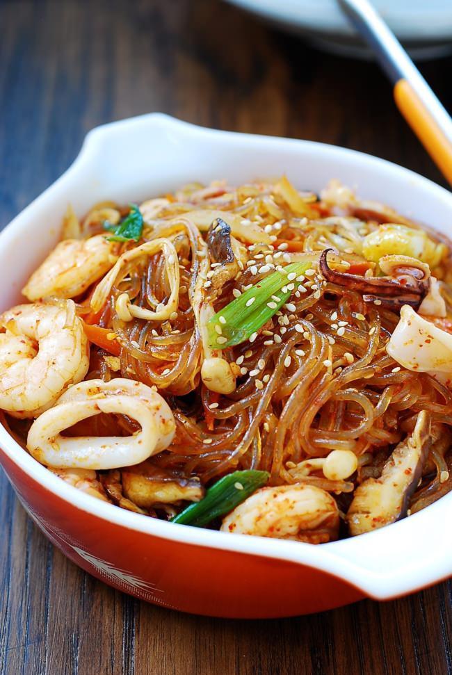 Miến xào hải sản bổ dưỡng, hấp dẫn cho những ngày chán cơm - Ảnh 1.