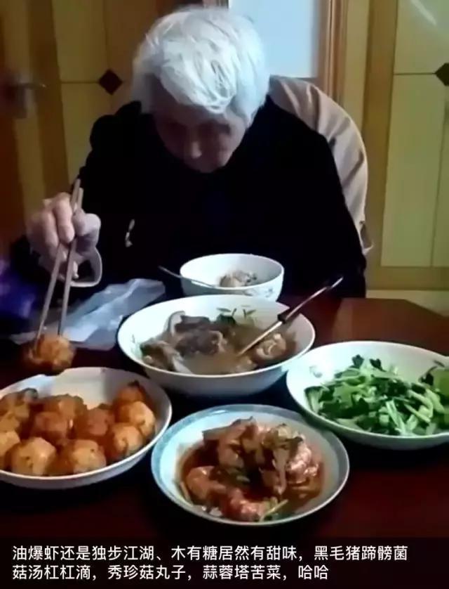Mấy ai được như người đàn ông này, tự tay nấu ngày 3 bữa cơm không trùng món nào cho mẹ trong suốt 700 ngày - Ảnh 2.