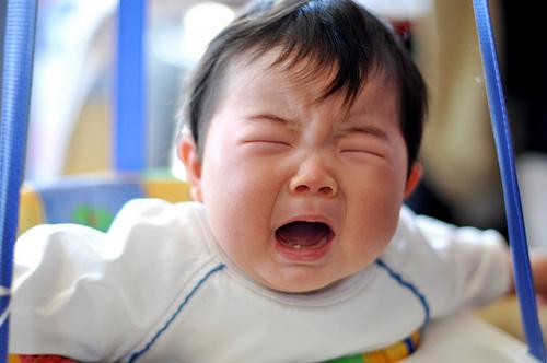 Đây là cách dỗ con nín khóc sai lầm mà cứ 10 mẹ thì tới 9 mẹ mắc phải - Ảnh 2.