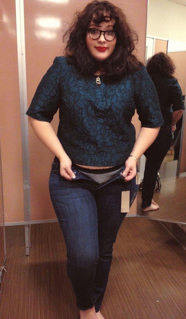 Một cô nàng ngoại cỡ thử 10 chiếc quần jeans của 10 hãng khác nhau, và đây là những điều cô cảm nhận được - Ảnh 11.