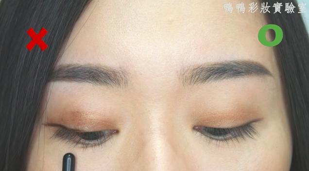 Chuyên gia makeup chỉ ra những lỗi khi trang điểm mắt mà các nàng thường mắc phải - Ảnh 11.