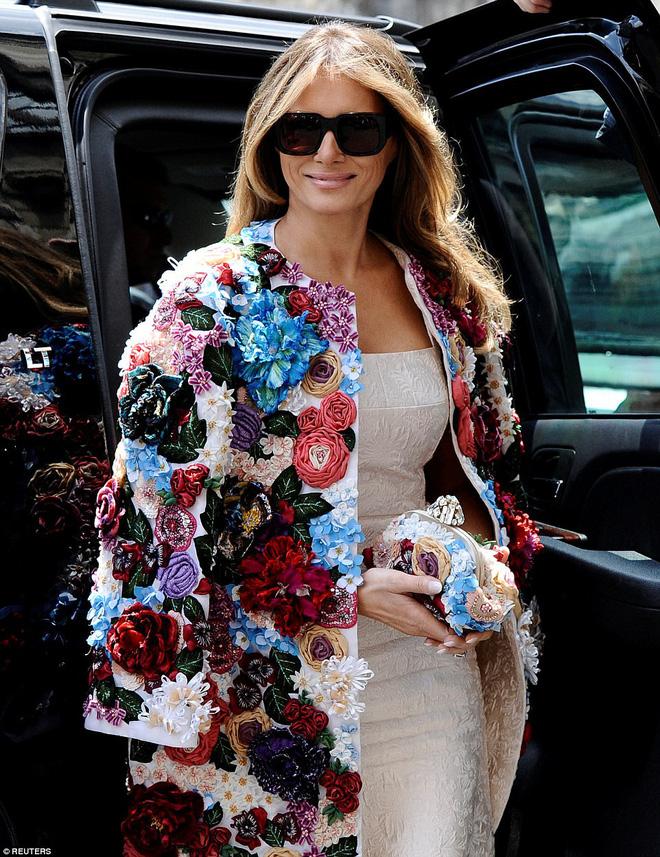 Loạt trang phục gây chú ý của bà Melania Trump: Bộ được khen nức nở, bộ lại bị chê không thương tiếc  - Ảnh 20.