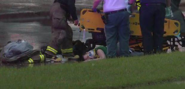 Bé sơ sinh rơi xuống cầu từ độ cao gần 10 mét nhưng chỉ bị trầy nhẹ nhờ có mẹ hy sinh làm đệm đỡ - Ảnh 2.