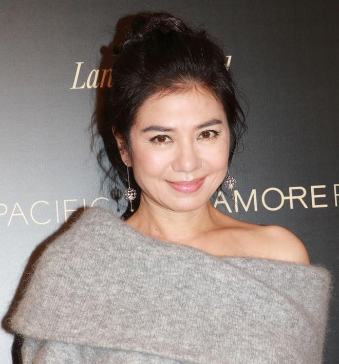 Chung Sở Hồng: Từ cô đào Hong Kong nóng bỏng giải nghệ để làm vợ đại gia đến góa phụ quyến rũ - Ảnh 16.