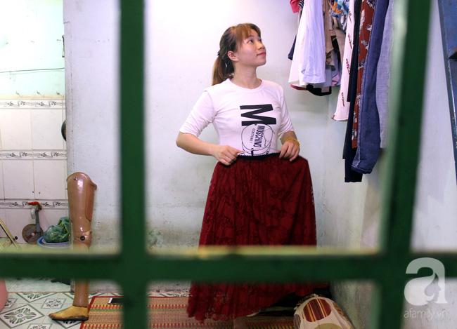Cô gái 1 chân xinh đẹp: Em cố tiết kiệm tiền để đưa hai em bị mù sang nước ngoài chữa bệnh - Ảnh 6.