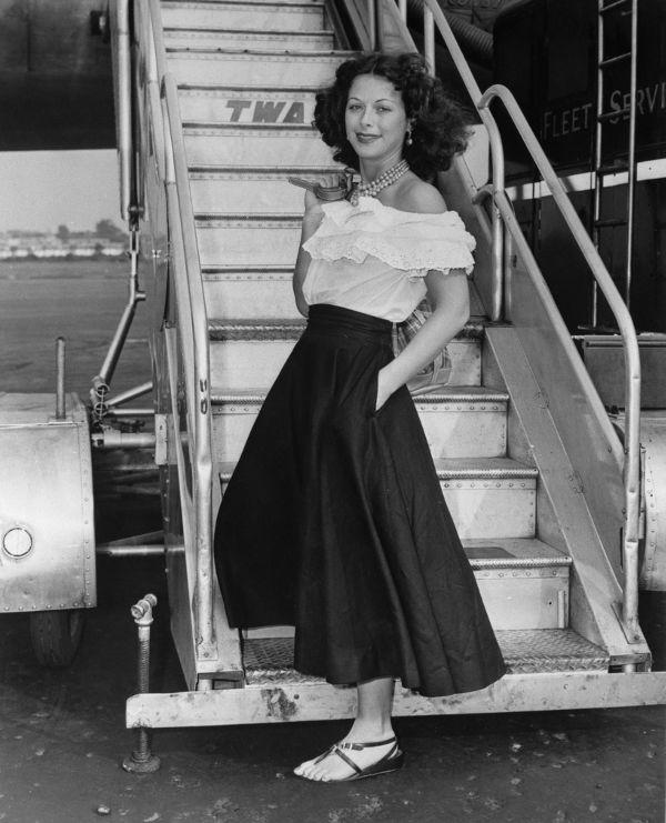 Nhìn lại thời trang 60 năm trước để thấy xu hướng năm nay đã quay vòng ngoạn mục thế nào - Ảnh 22.