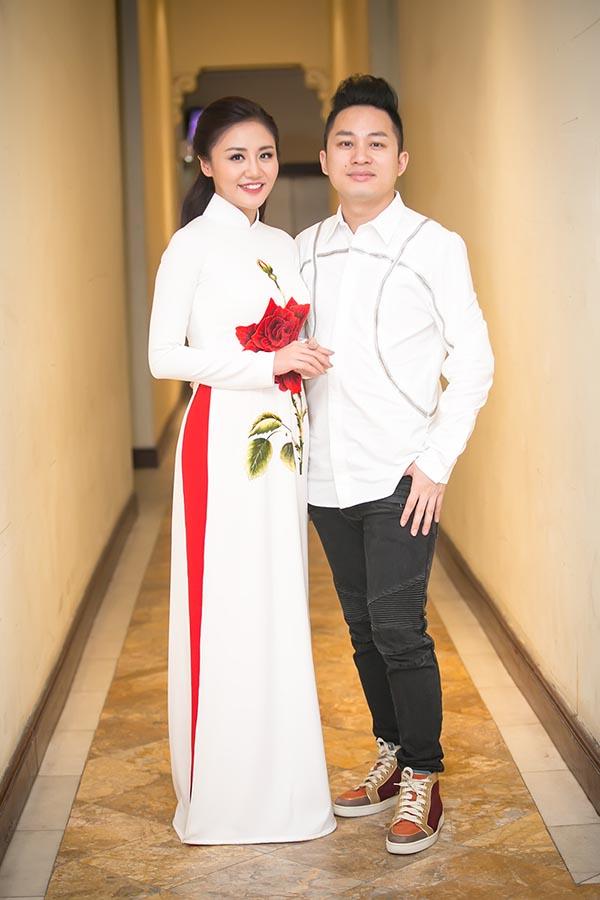 Tạm xa ghế nóng Idol Kids, Văn Mai Hương điệu đà với áo dài  - Ảnh 3.