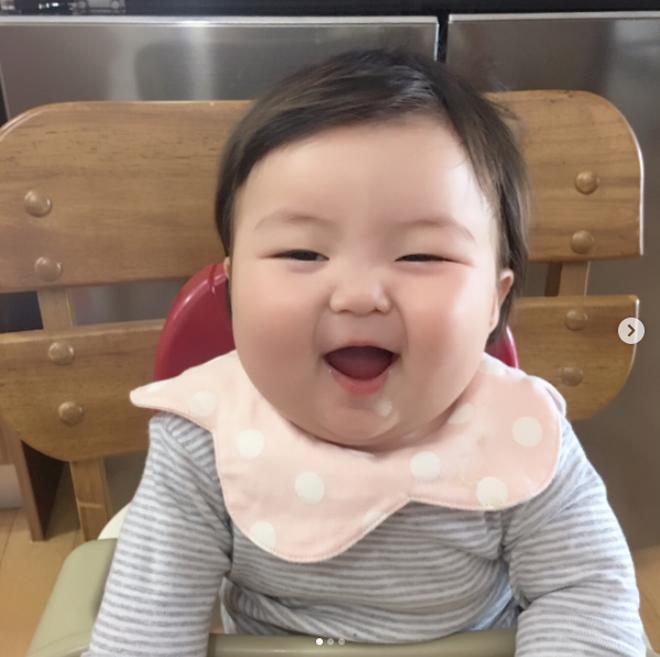 Cô nhóc người Hàn sở hữu cặp má bánh bao trong truyền thuyết siêu đáng yêu - Ảnh 3.