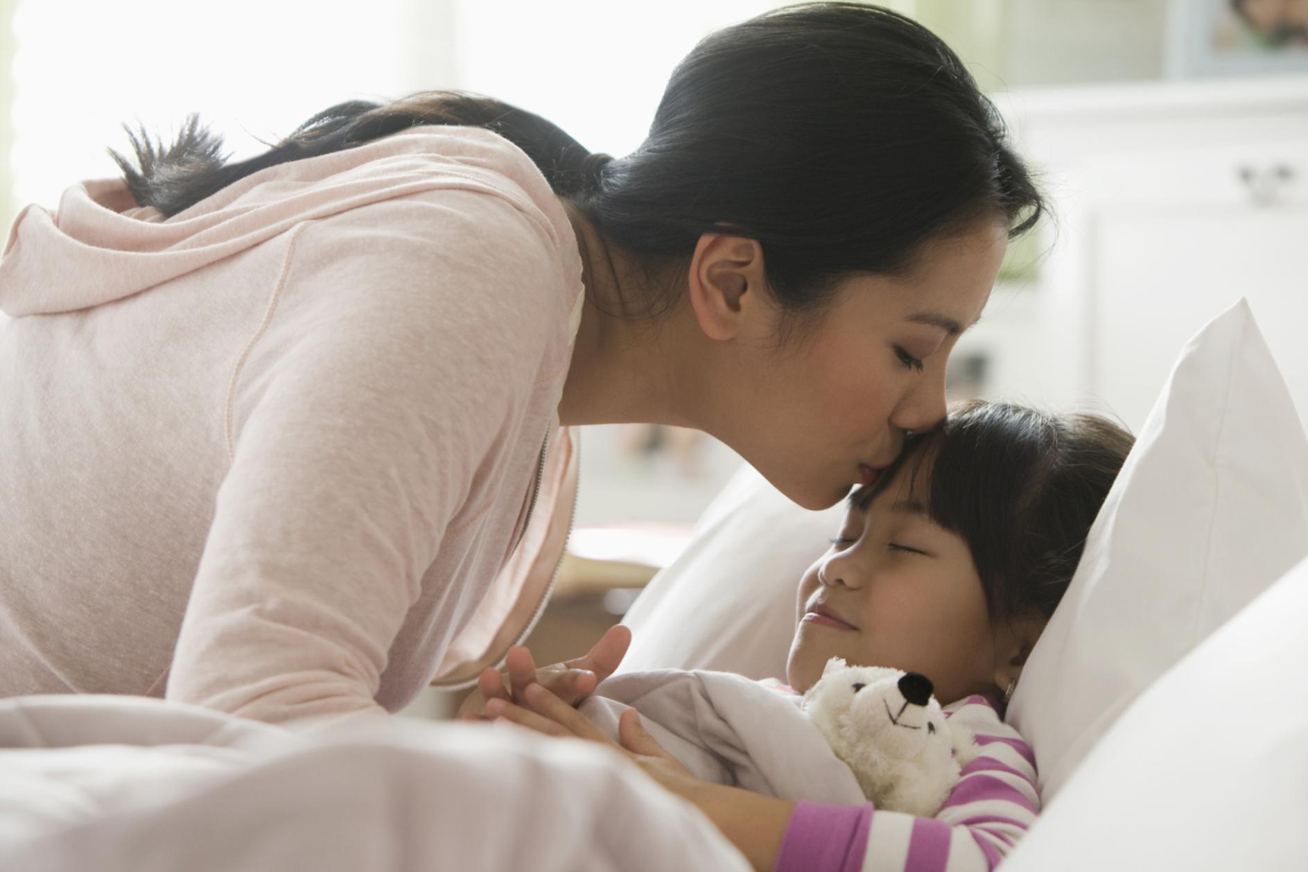 С читать спит сын матерью