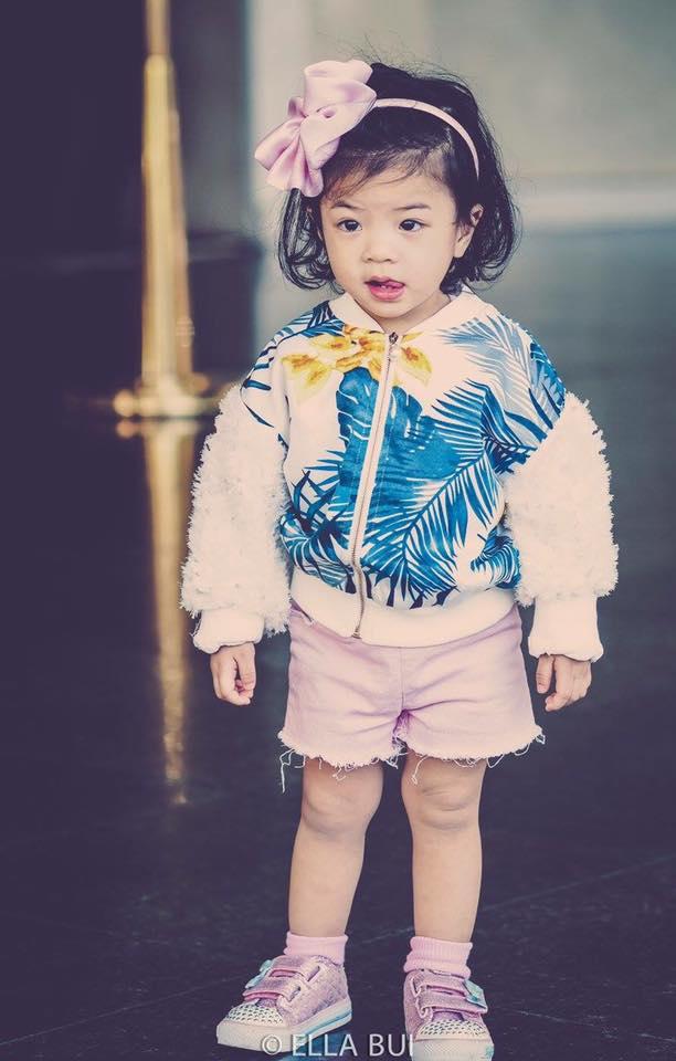 Bé Ella: cô nhóc 2 tuổi với phong cách đẹp miễn bàn nhờ diện đồ mẹ tự thiết kế - Ảnh 3.