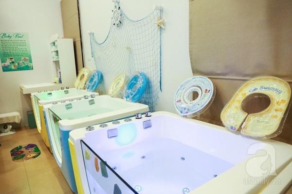 Đột nhập trung tâm mát-xa dưới nước cho trẻ sơ sinh xem các bé bơi nổi từ 5 tuần tuổi - Ảnh 3.