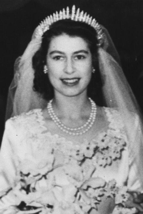 Bật mí loại nước hoa mà công nương Kate, Diana và nữ hoàng Elizabeth II sử dụng trong ngày cưới - Ảnh 7.