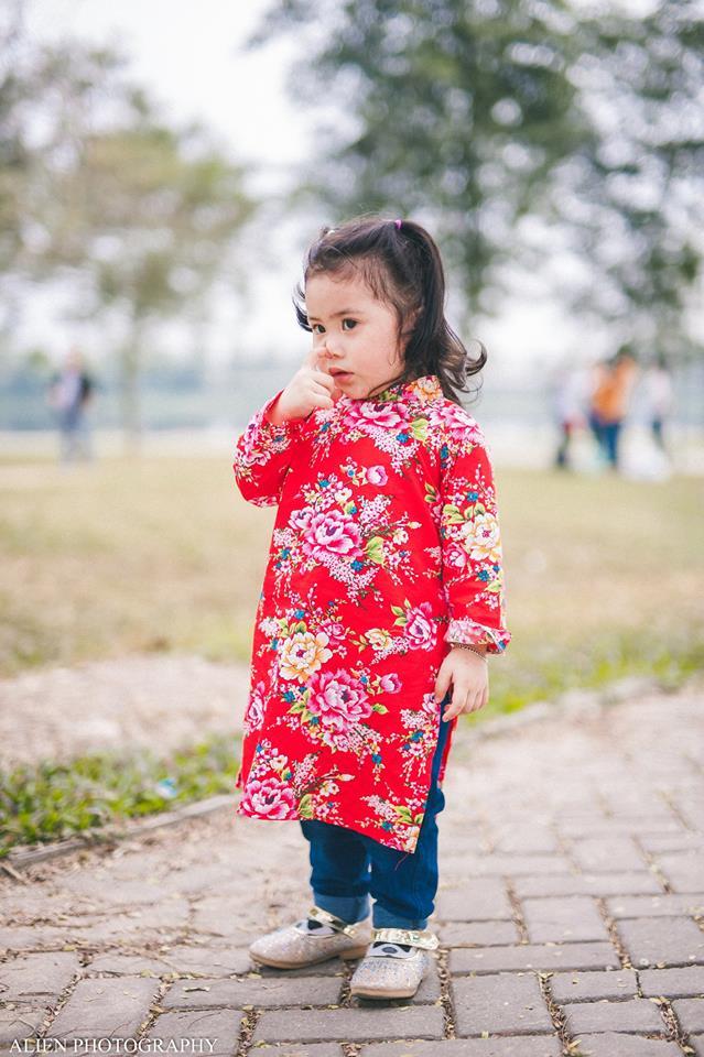 Khi các bé xúng xính trong tà áo dài ngày Tết, mẹ như thấy cả mùa xuân - Ảnh 40.