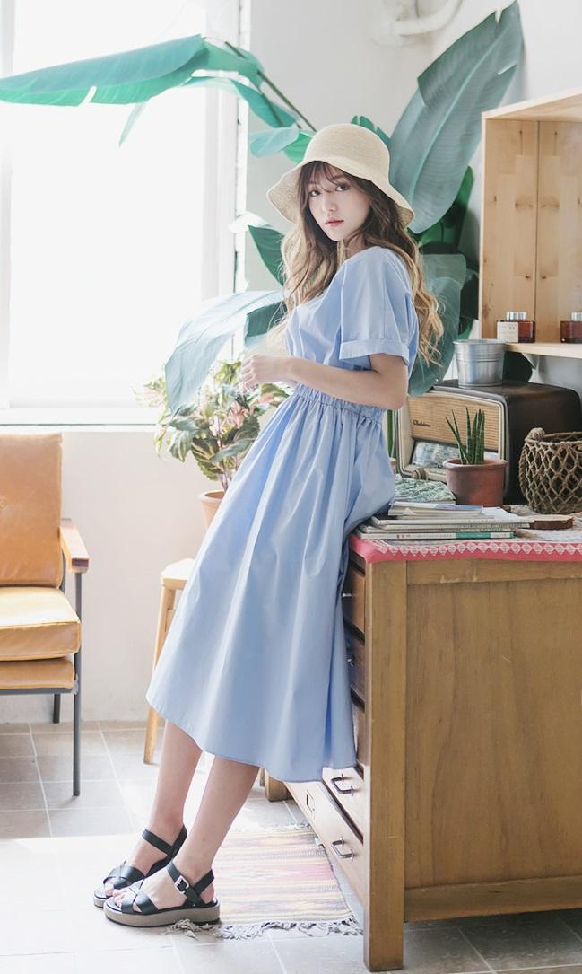 Bên cạnh váy hoa, thì vẫn còn 5 mẫu váy để các nàng diện vừa đẹp vừa mát hè này - Ảnh 16.