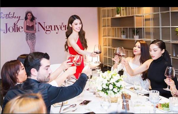 Ngắm cuộc sống sang chảnh, ngập trong đồ hiệu, du lịch xa xỉ của Jolie Nguyễn - hoa hậu hội con nhà giàu Việt Nam - Ảnh 6.