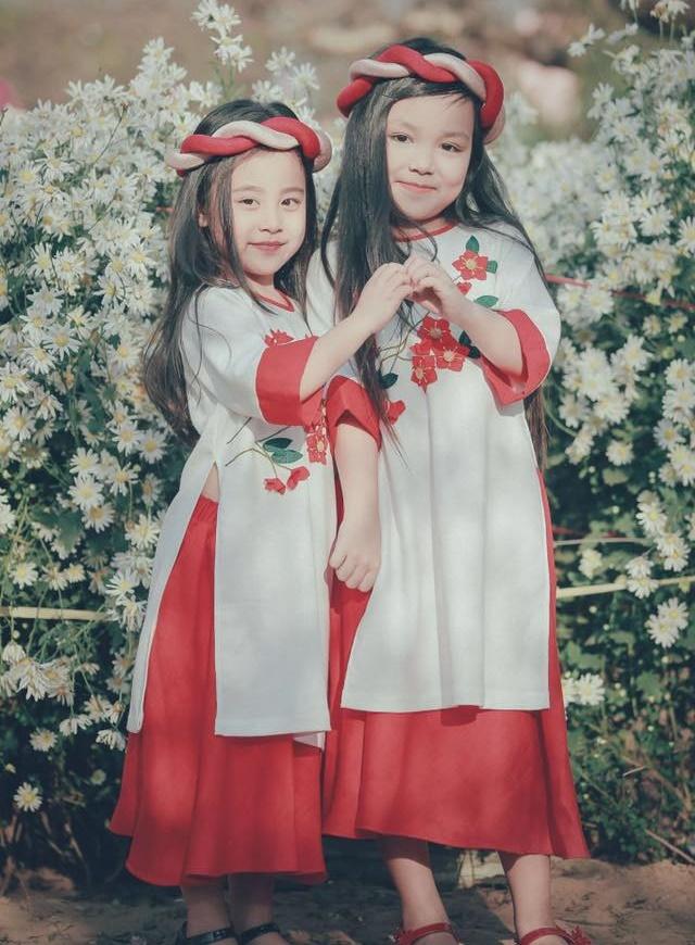 Khi các bé xúng xính trong tà áo dài ngày Tết, mẹ như thấy cả mùa xuân - Ảnh 29.