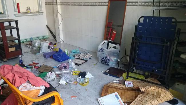 Khách trọ nữ ở bẩn nhất Vịnh Bắc Bộ: ra đi bỏ lại sau lưng nhà tắm mốc meo, đen kịt - Ảnh 4.