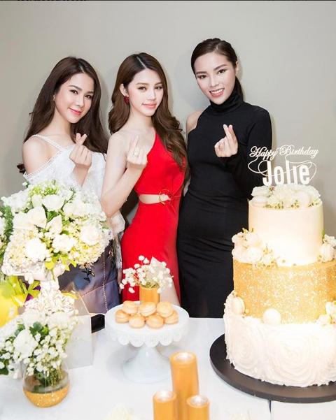 Ngắm cuộc sống sang chảnh, ngập trong đồ hiệu, du lịch xa xỉ của Jolie Nguyễn - hoa hậu hội con nhà giàu Việt Nam - Ảnh 5.