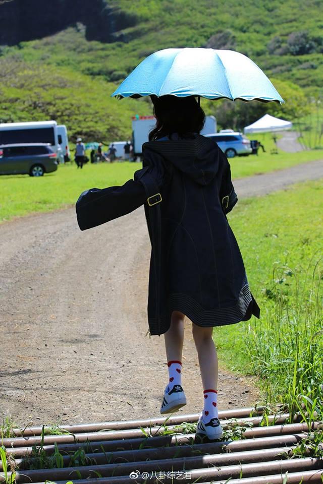 Vô tư cười nói bên mỹ nam kém 7 tuổi, Dương Mịch lại bị soi - Ảnh 5.