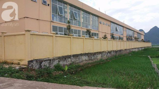 Bé gái 4 tuổi bị bỏ quên trong WC: Lời tường trình của 2 cô giáo phụ trách lớp - Ảnh 3.