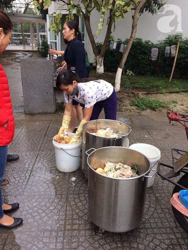 Trường Đoàn Thị Điểm Ecopark bị khiếu nại cho học sinh ăn mất vệ sinh: Vẫn nhập thực phẩm từ nhà cung cấp nhỏ, lẻ? - Ảnh 5.
