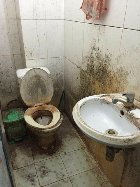 Khách trọ nữ ở bẩn nhất Vịnh Bắc Bộ: ra đi bỏ lại sau lưng nhà tắm mốc meo, đen kịt - Ảnh 1.