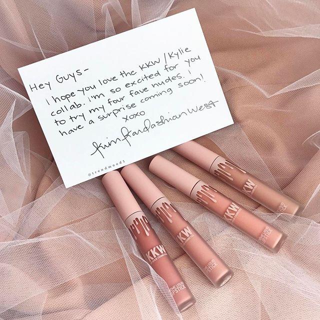 3 ngày nữa mới lên kệ nhưng bộ 4 màu son nude của Kim Kardashian và Kylie Jenner đã gây sốt - Ảnh 10.