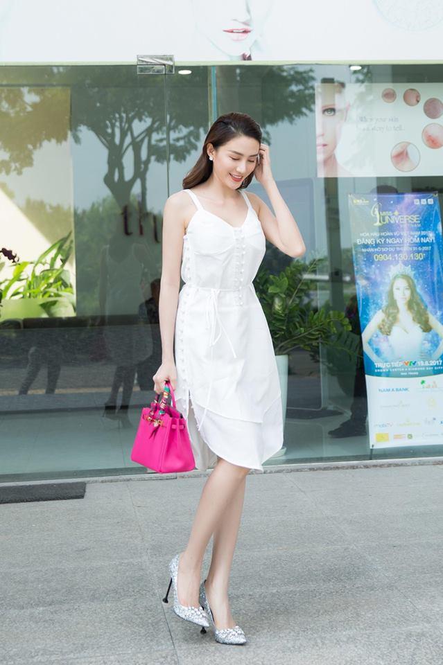 Ngọc Trinh khoe lưng trần mướt mắt ai nhìn cũng mê, Phạm Hương lại trung thành với style kín bưng suốt tuần qua - Ảnh 23.