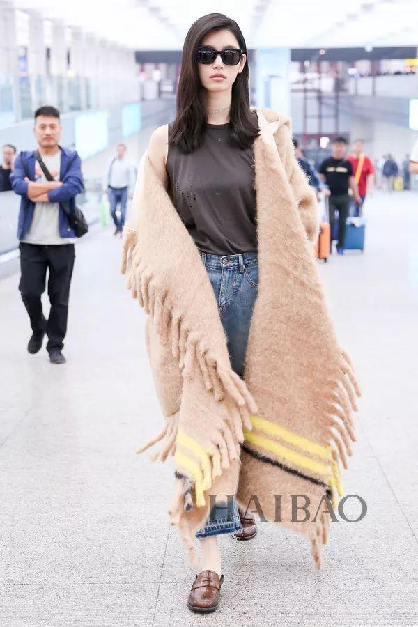 Cứ sang thu là 5 mẫu áo khoác quen thuộc này lại được loạt người đẹp Hoa ngữ lăng xê nhiệt tình - Ảnh 19.