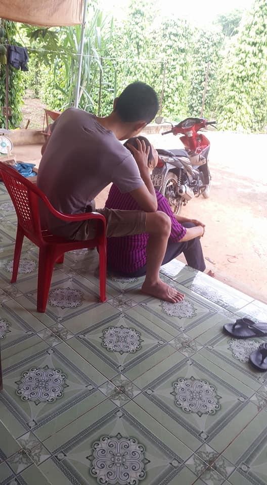 Anh con rể quốc dân: Lần nào về ngoại cũng tỉ mẩn ngồi nhổ sợi tóc bạc, quét nhà cho mẹ vợ - Ảnh 2.