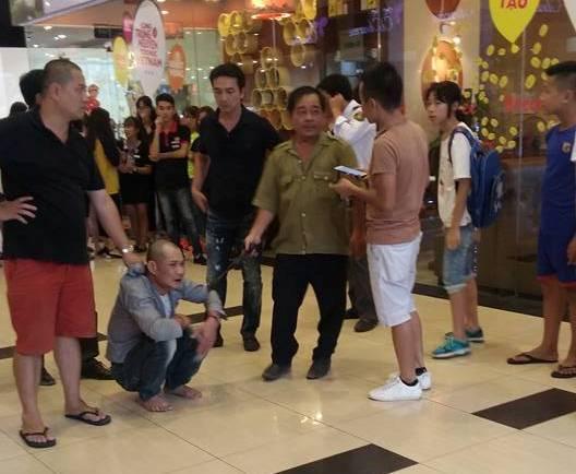 Người đàn ông dâm ô thiếu nữ tại TTTM ở Hà Nội đã có vợ nhưng ở với người phụ nữ khác - Ảnh 1.