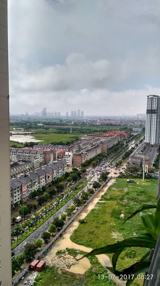Hà Nội: Đại lộ Thăng Long ngập sâu hơn 1m sau trận mưa lớn - Ảnh 1.