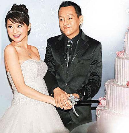 Là vợ đại gia, sống trong nhung lụa, mỹ nhân Hong Kong 3 con gái bị nhà chồng gây áp lực sinh bằng được con - Ảnh 1.