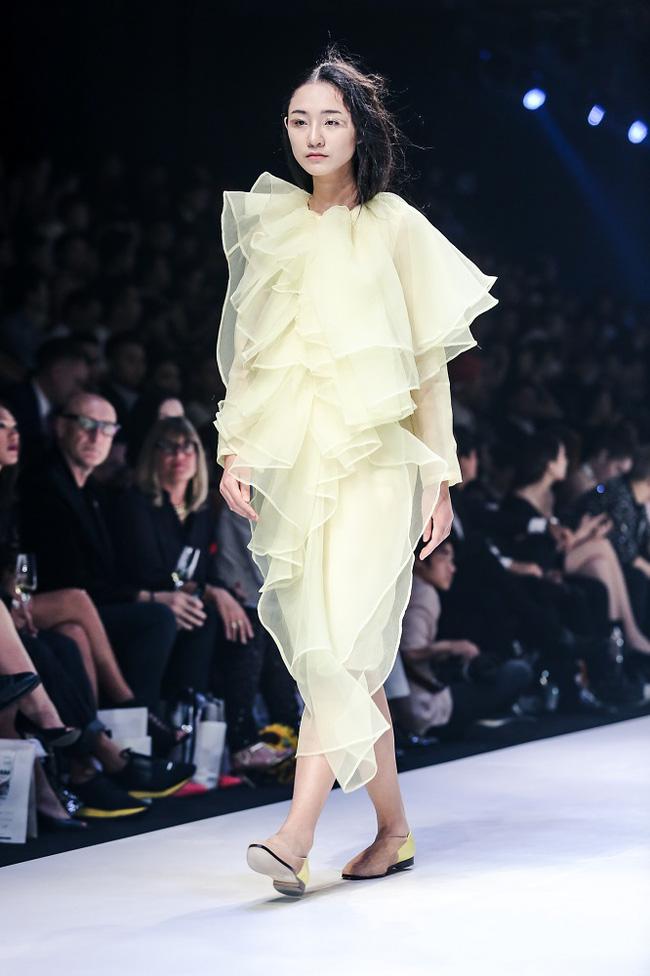 Sau tuần lễ thời trang Quốc tế Việt Nam Xuân/Hè 2017, đây là những xu hướng mà bạn không thể xem nhẹ - Ảnh 14.
