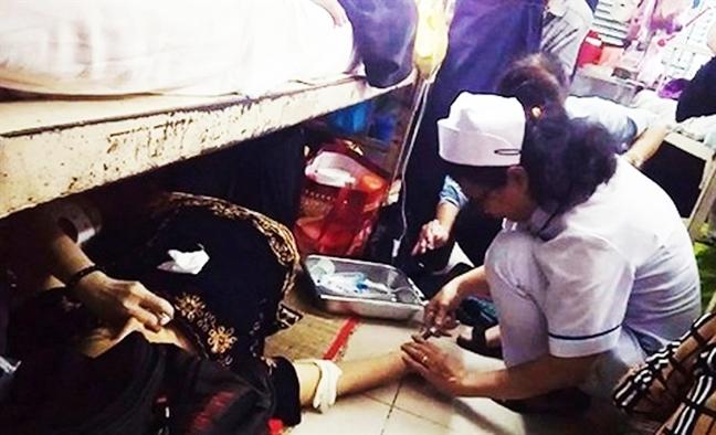 Sự thật vụ nữ điều dưỡng bệnh viện Ung Bướu tiêm thuốc cho bệnh nhân dưới sàn nhà - Ảnh 2.