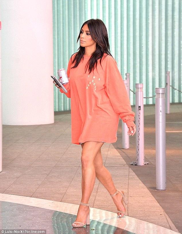 Kim siêu vòng 3 nay đã thon gọn và còn thay đổi cả phong cách thời trang - Ảnh 5.