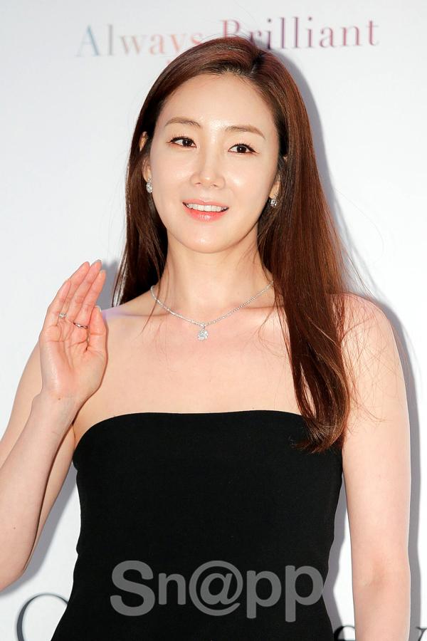 2 mỹ nhân xứ Hàn ở tuổi U50 rồi thế mà vẫn tươi trẻ như gái 20 thế này! - Ảnh 13.
