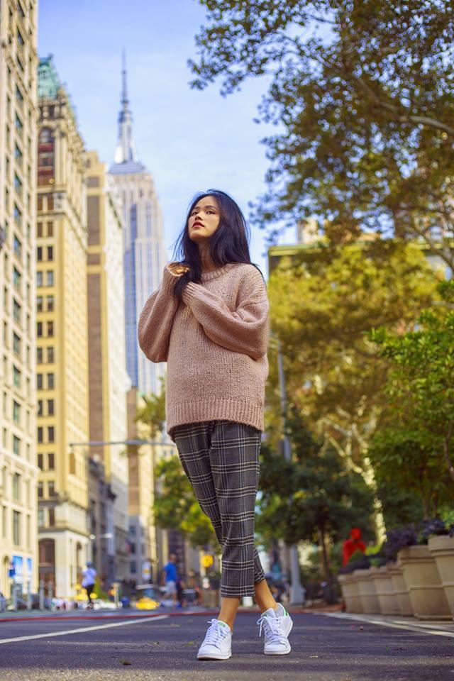 Đông này muốn diện áo len thật thời thượng, hãy học tập từ street style của các người đẹp Vbiz - Ảnh 8.