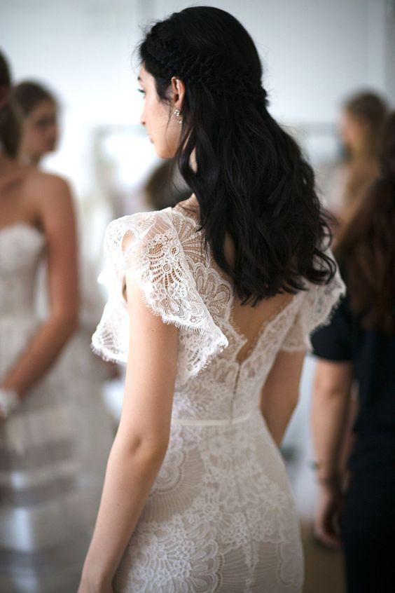 Xu hướng váy cưới Xuân/Hè 2018: Tinh xảo, yêu kiều trong từng chi tiết thêu ren, đính kết - Ảnh 18.